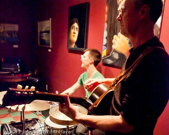 7038 the Diggers at Cafe Luna 123011