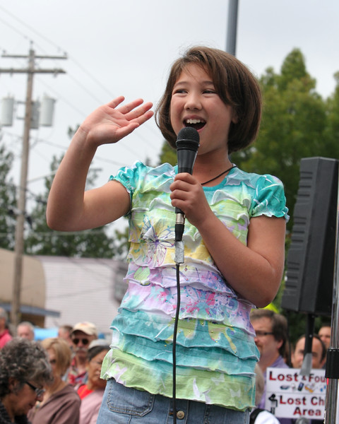6611_Grand_Parade_Strawberry_Festival_2010