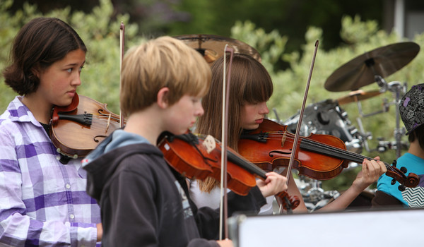 8077_Vashon_Youth_String_Orchestra_at_the_Green_Stage_2010