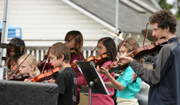 8078 Vashon Youth String Orchestra at the Green Stage 2010