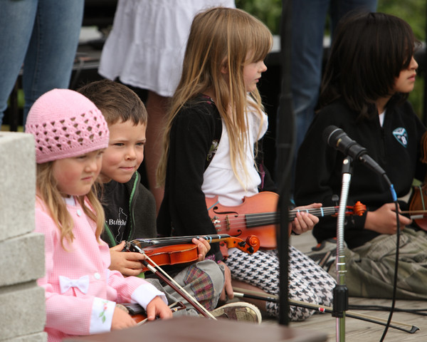 8081 Vashon Youth String Orchestra at the Green Stage 2010