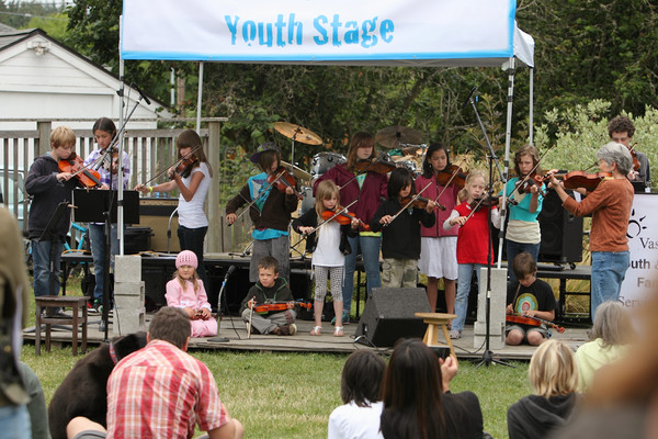 8086 Vashon Youth String Orchestra at the Green Stage 2010
