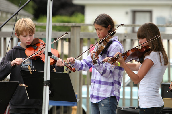 8087 Vashon Youth String Orchestra at the Green Stage 2010