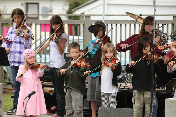 8089_Vashon_Youth_String_Orchestra_at_the_Green_Stage_2010