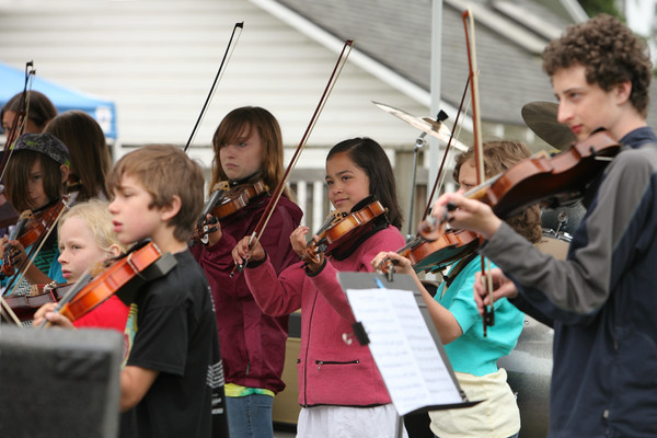 8113 Vashon Youth String Orchestra at the Green Stage 2010