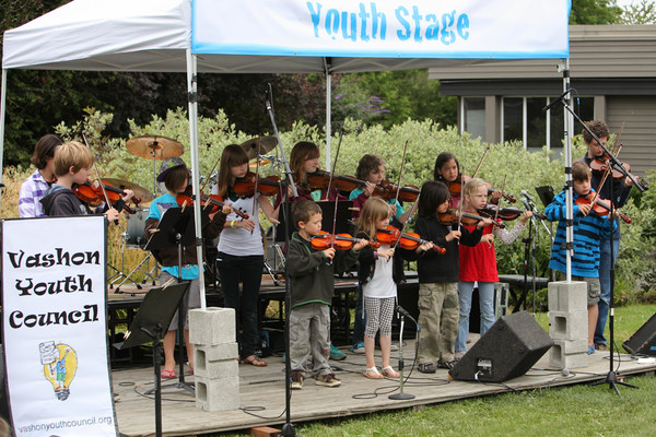8141 Vashon Youth String Orchestra at the Green Stage 2010