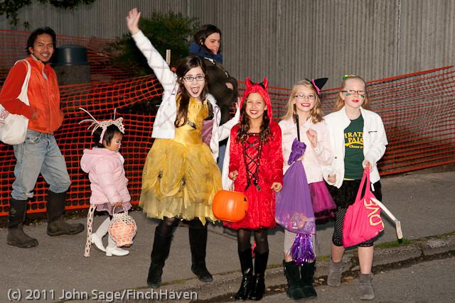 6286 Halloween on Vashon 2011