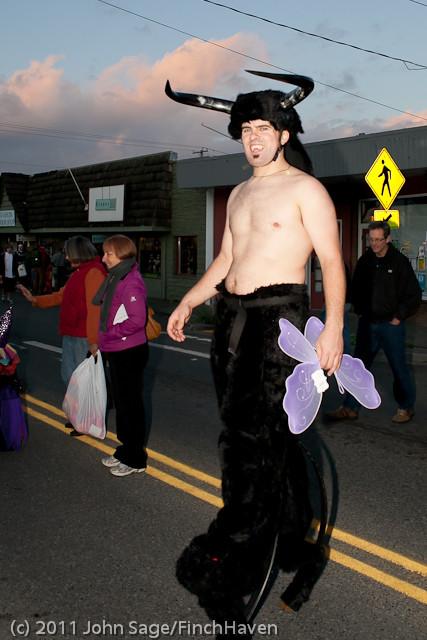 6297_Halloween_on_Vashon_2011