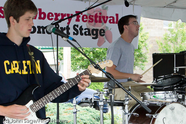 0788_Party_Fowl_at_Concert_Stage_Sunday_2011
