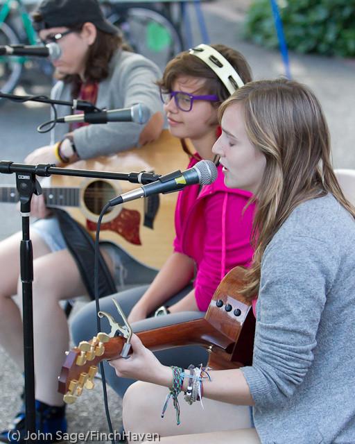 19316 Julia Kiki and Madeleine at Ober Park 2011