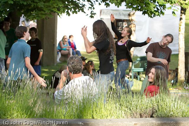 19346 Julia Kiki and Madeleine at Ober Park 2011