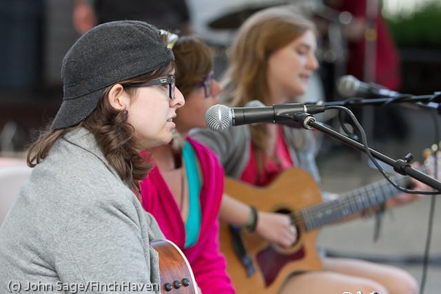 19438 Julia Kiki and Madeleine at Ober Park 2011