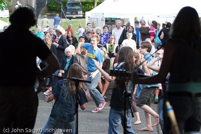 19737 the Diggers dancers at Ober Park 2011