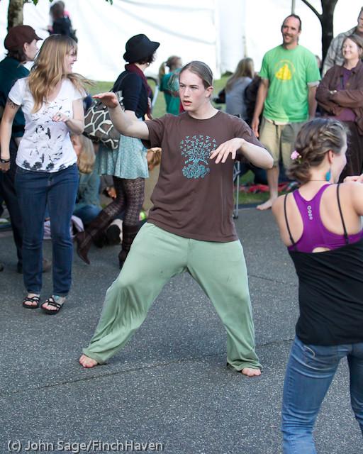 19833 the Diggers dancers at Ober Park 2011