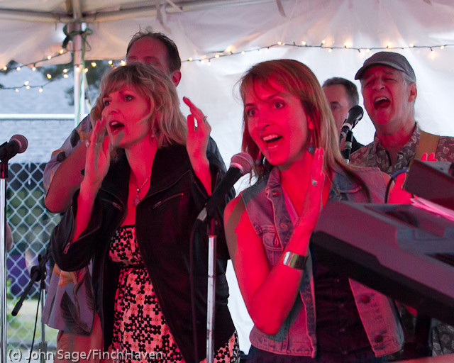 6072_Loose_Change_at_the_Beer_Garden_2011