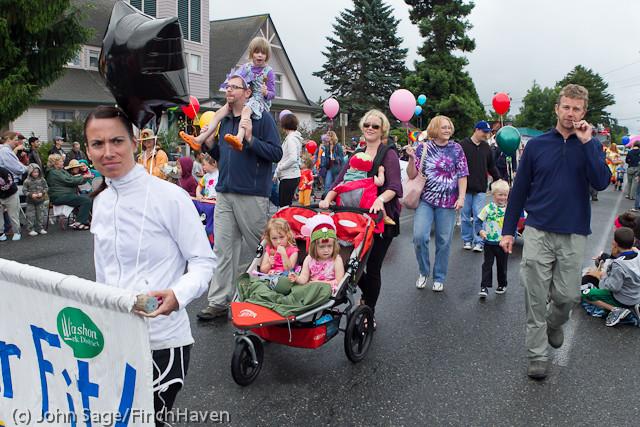 6936 Strawberry Festival Kids Parade 2011