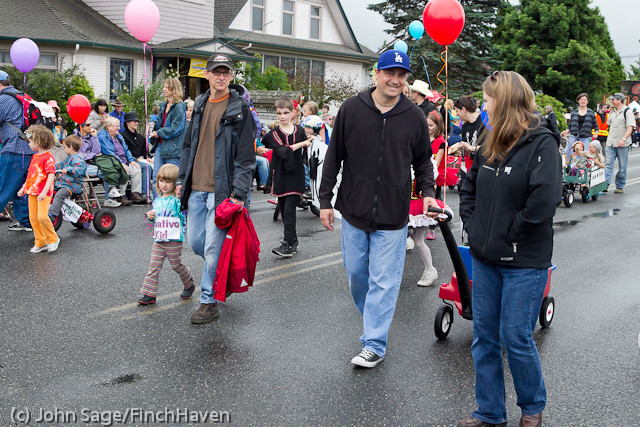 6938 Strawberry Festival Kids Parade 2011