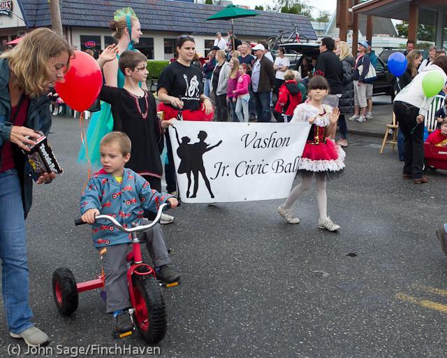 6941 Strawberry Festival Kids Parade 2011