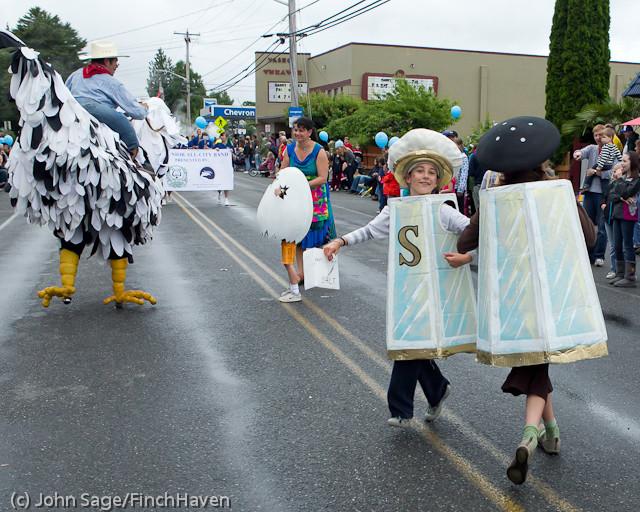 7008 Strawberry Festival Grand Parade 2011