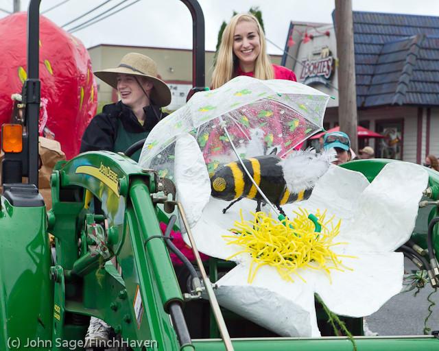 7063 Strawberry Festival Grand Parade 2011