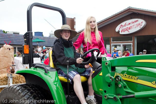 7066 Strawberry Festival Grand Parade 2011