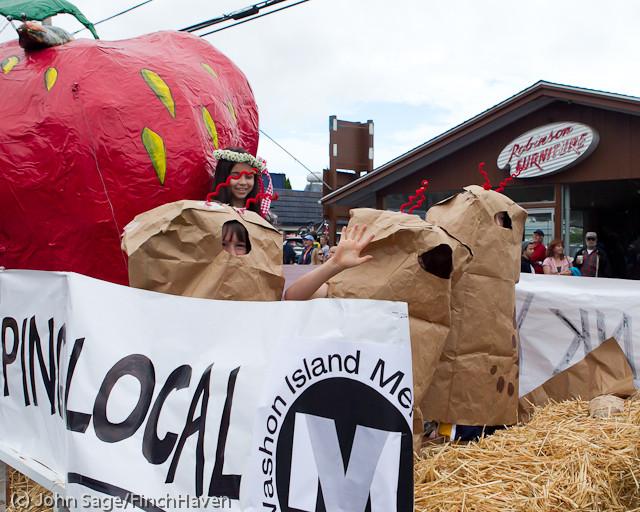 7073 Strawberry Festival Grand Parade 2011