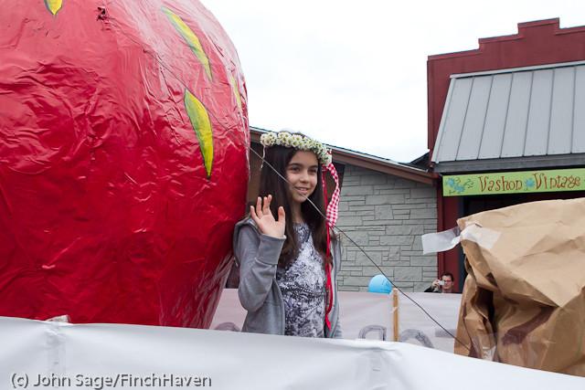 7074 Strawberry Festival Grand Parade 2011
