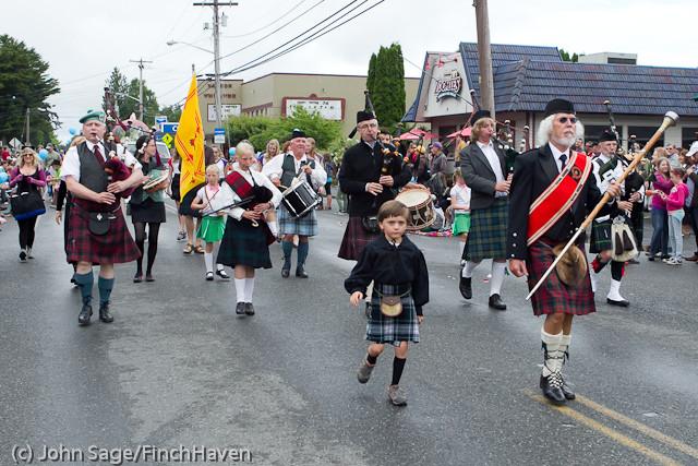 7096 Strawberry Festival Grand Parade 2011
