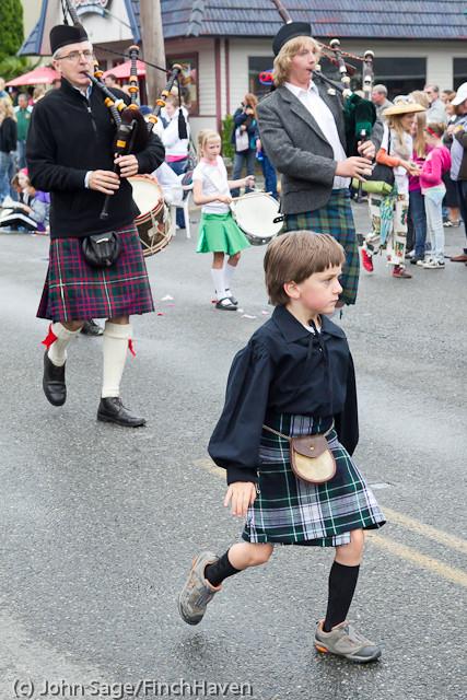 7097 Strawberry Festival Grand Parade 2011