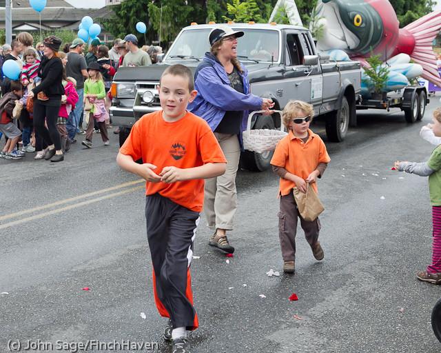 7119 Strawberry Festival Grand Parade 2011