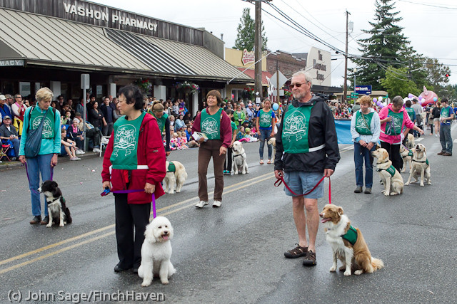 7168_Strawberry_Festival_Grand_Parade_2011