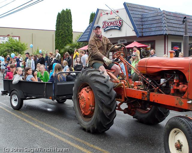 7330 Strawberry Festival Grand Parade 2011