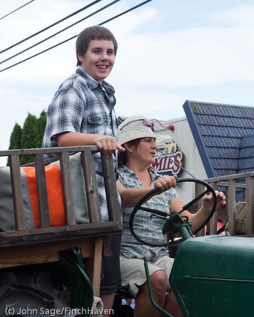 7368 Strawberry Festival Grand Parade 2011