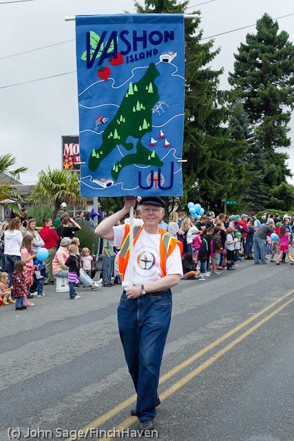 7599 Strawberry Festival Grand Parade 2011
