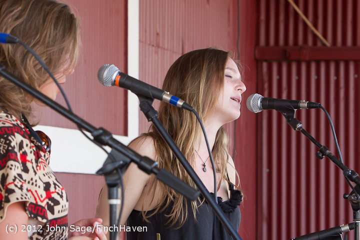 20191 Julia Kiki and Madeleine at Pandoras Box 2012