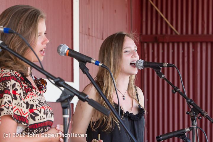 20194 Julia Kiki and Madeleine at Pandoras Box 2012