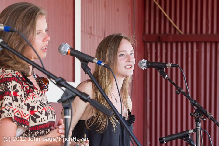 20195 Julia Kiki and Madeleine at Pandoras Box 2012