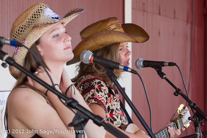 20289 Julia Kiki and Madeleine at Pandoras Box 2012