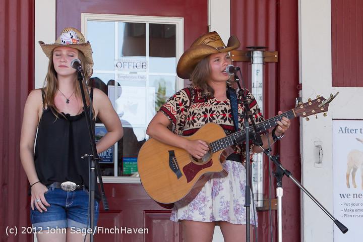 20350 Julia Kiki and Madeleine at Pandoras Box 2012