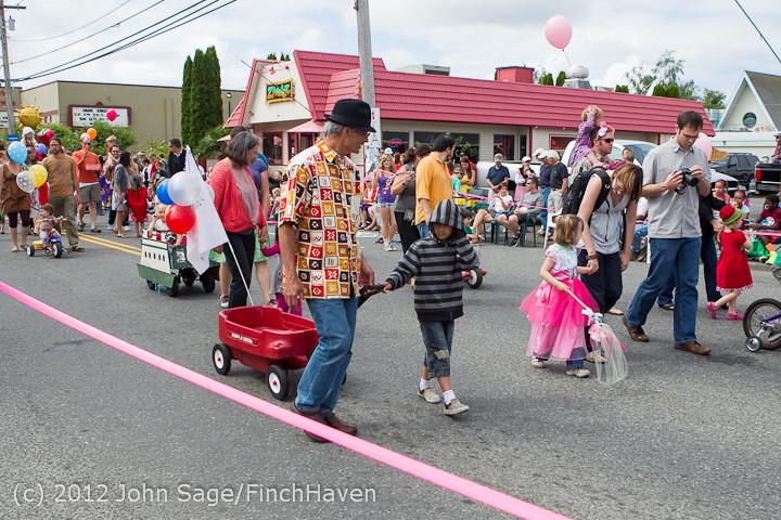 7661 Strawberry Festival Kids Parade 2012