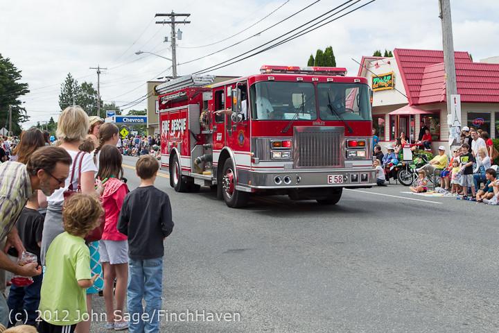 7696 Strawberry Festival Grand Parade 2012