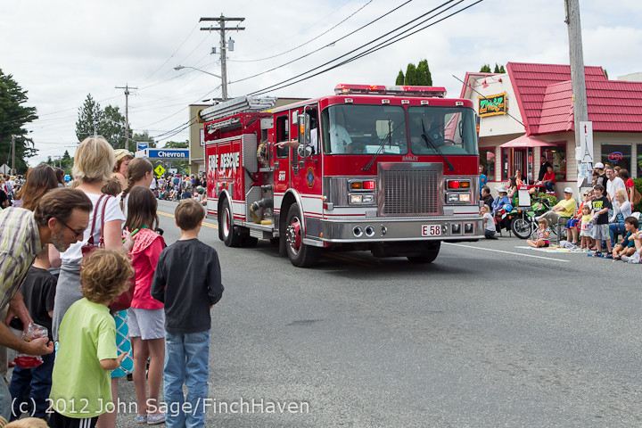 7696 Strawberry Festival Kids Parade 2012