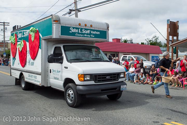 7745 Strawberry Festival Grand Parade 2012