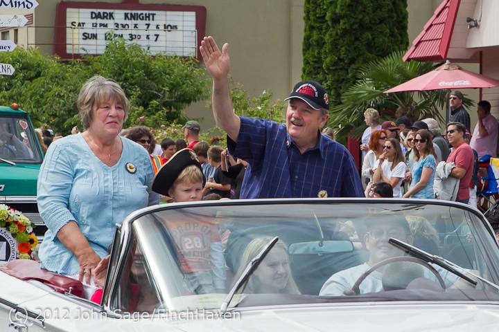 7766-b Strawberry Festival Grand Parade 2012