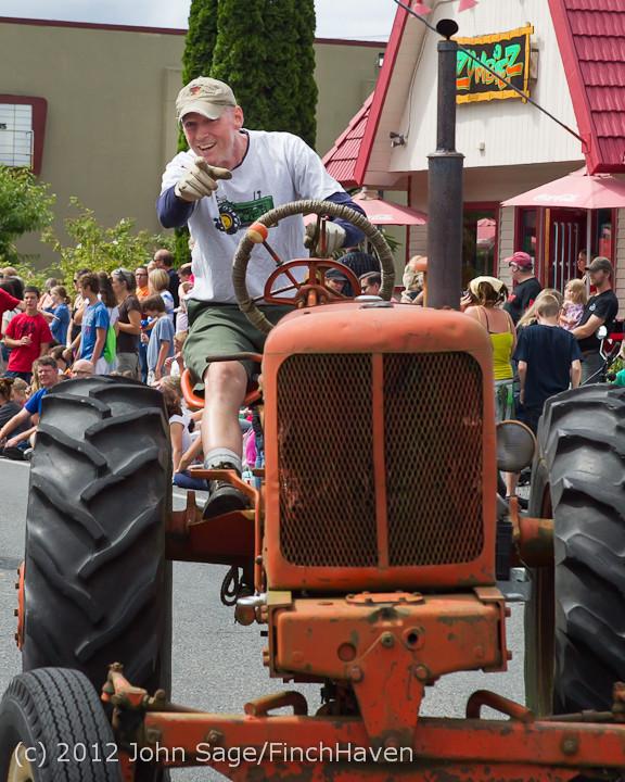 7894 Strawberry Festival Grand Parade 2012