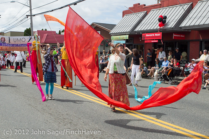 8271_Strawberry_Festival_Grand_Parade_2012