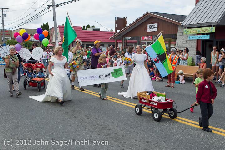 8426-a Strawberry Festival Grand Parade 2012